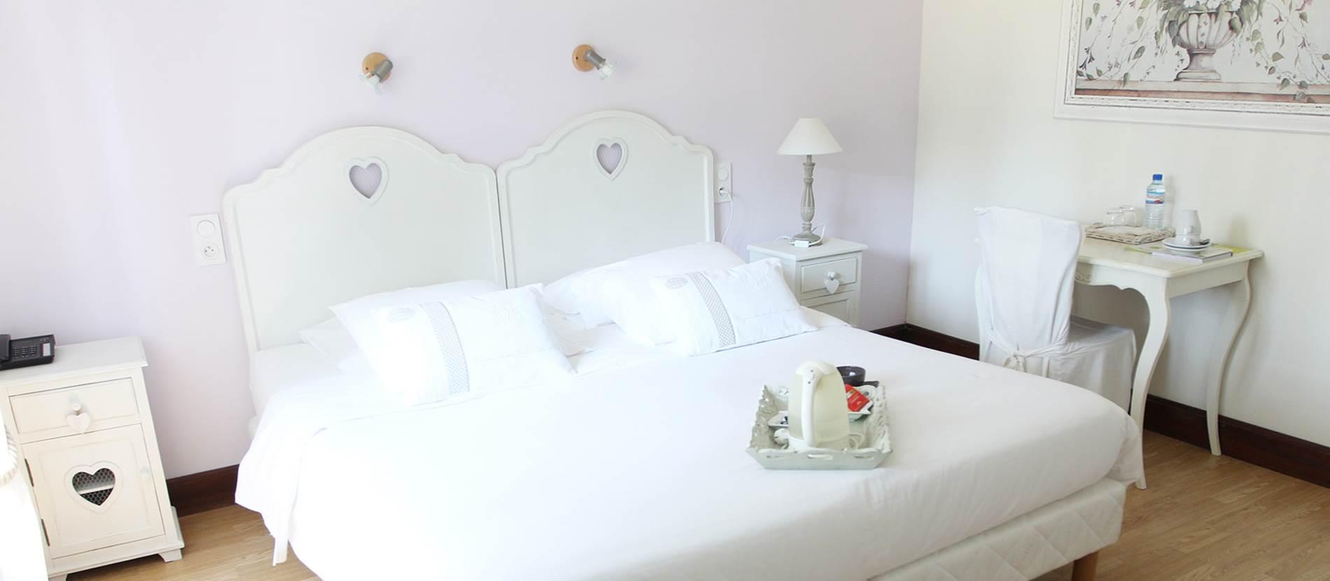 Grande chambre supérieure © Hotel-Les-Pins-Erdeven