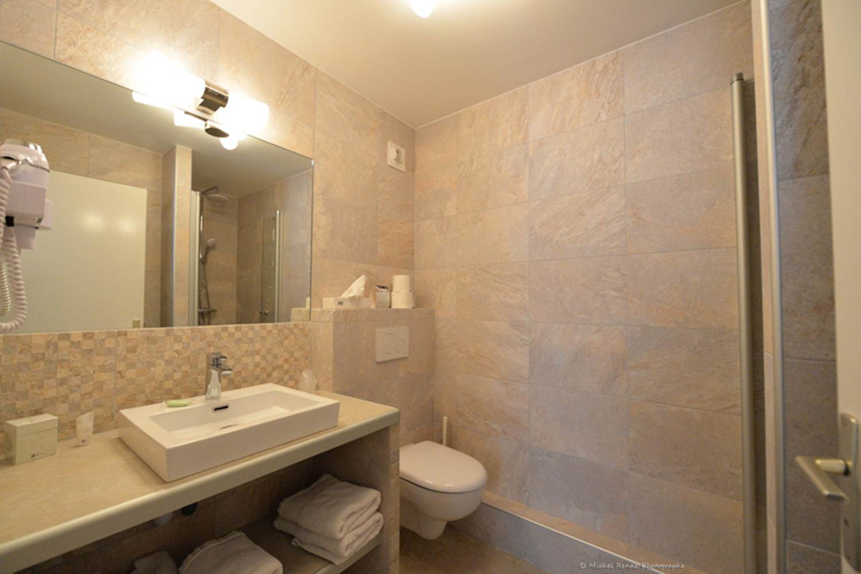 Salle de bains chambre confort ©