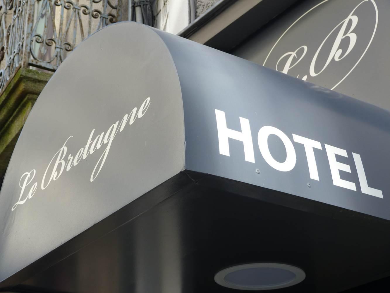 entrée de l'hôtel Le bretagne à Vannes ©