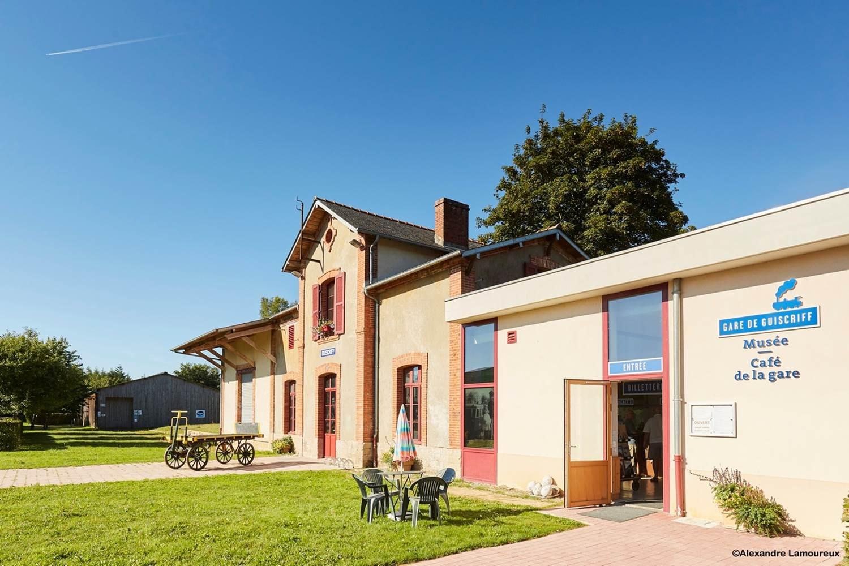 Musée/cafétéria de l'ancienne gare de Guiscriff - accueil location de vélos ©