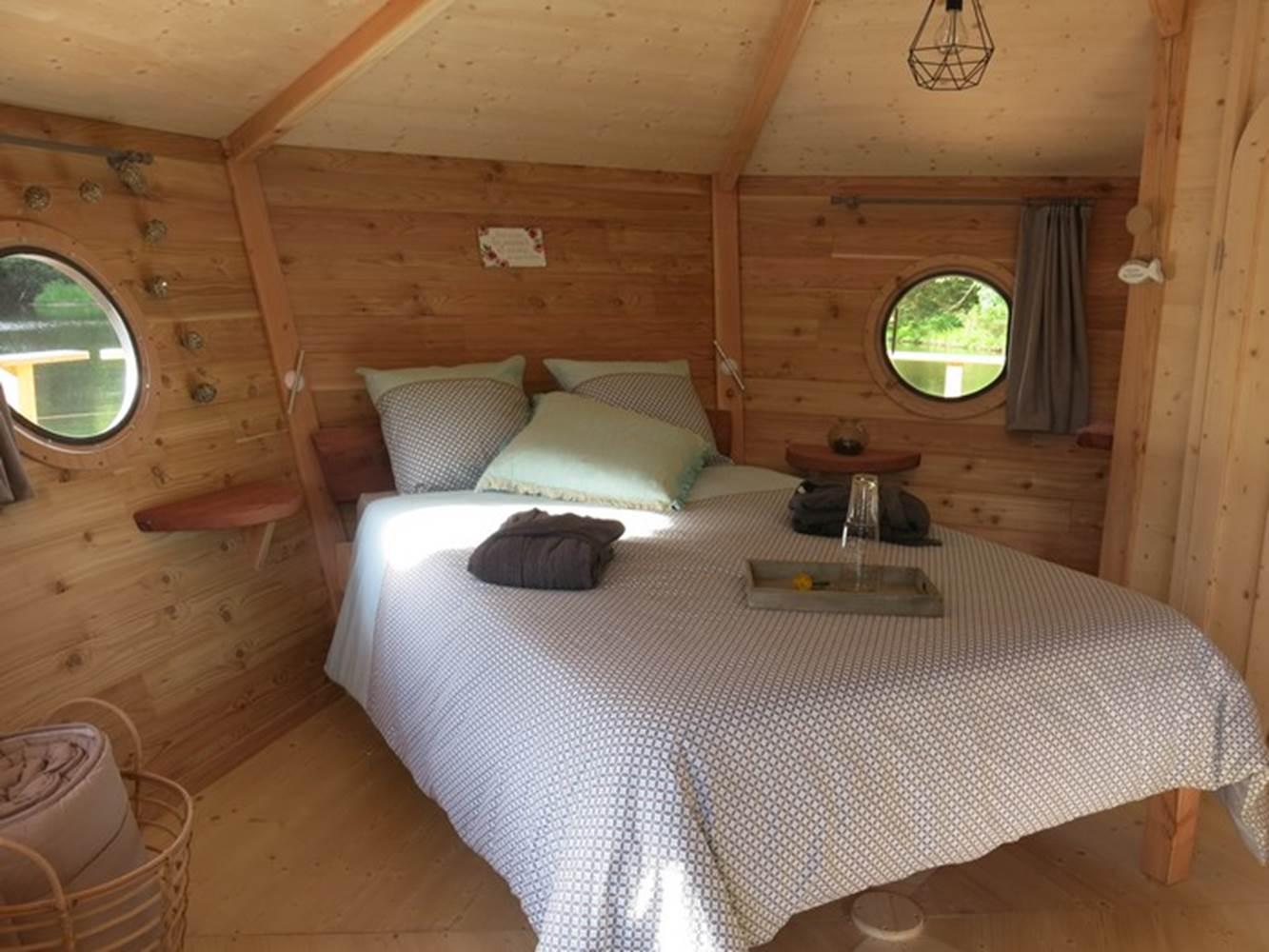 CABANES FLOTTANTES - Chambre de la cabane Le Nid - Morbihan - Bretagne Sud © LAIDIN