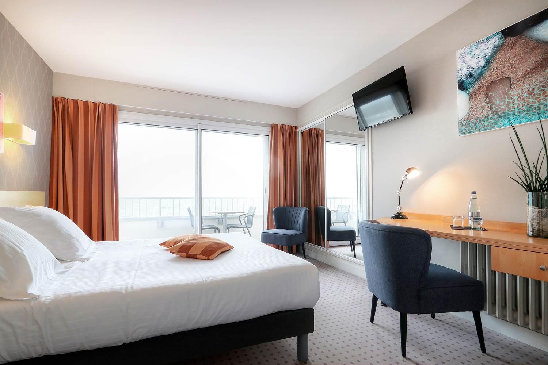 2019-11-13-HotelPetiteSirène-CH2-VueMer-1 ©