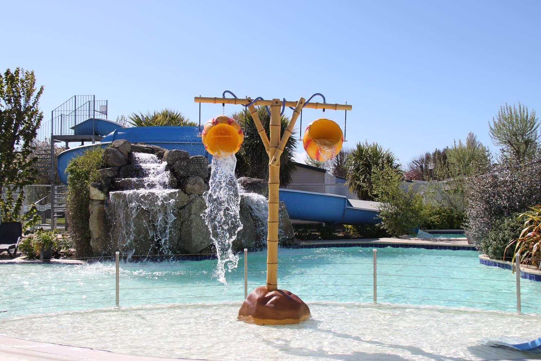 jeux-d-eau-piscine-la-croez-villieu-erdeven ©