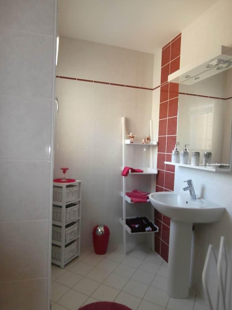 Salle d'eau privée - chambre fushia © Mr Guy Moreau