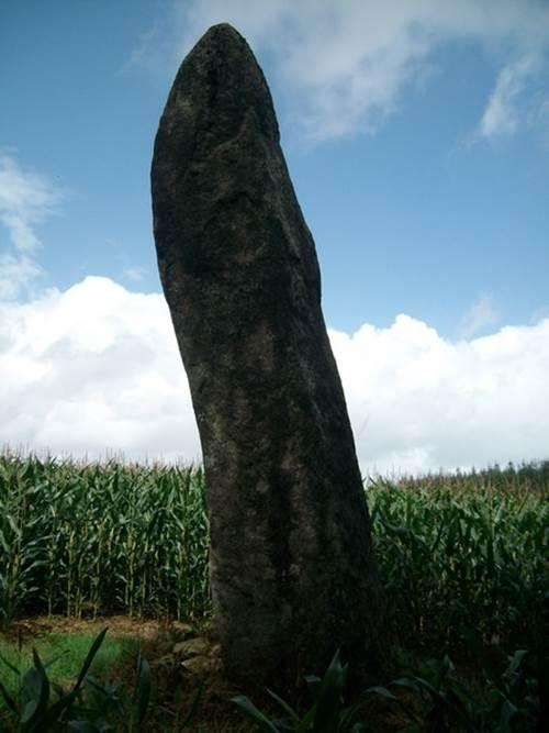 Goeh menhir à Saint-Jean Brévelay