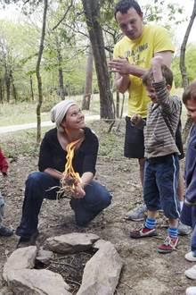 Les Ateliers Préhisto aux Menhirs de Monteneuf : Allumez un feu comme à la préhistoire