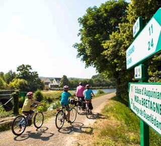 A vélo, entre canal de Nantes à Brest et voies vertes