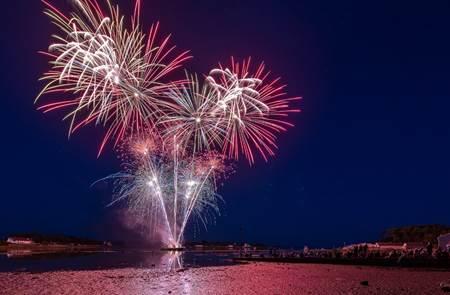 Fête folklorique et feu d'artifice