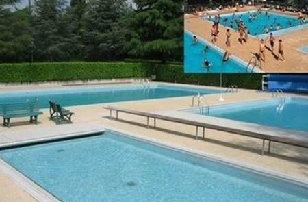 Baignade à la piscine intercommunale à Sérent